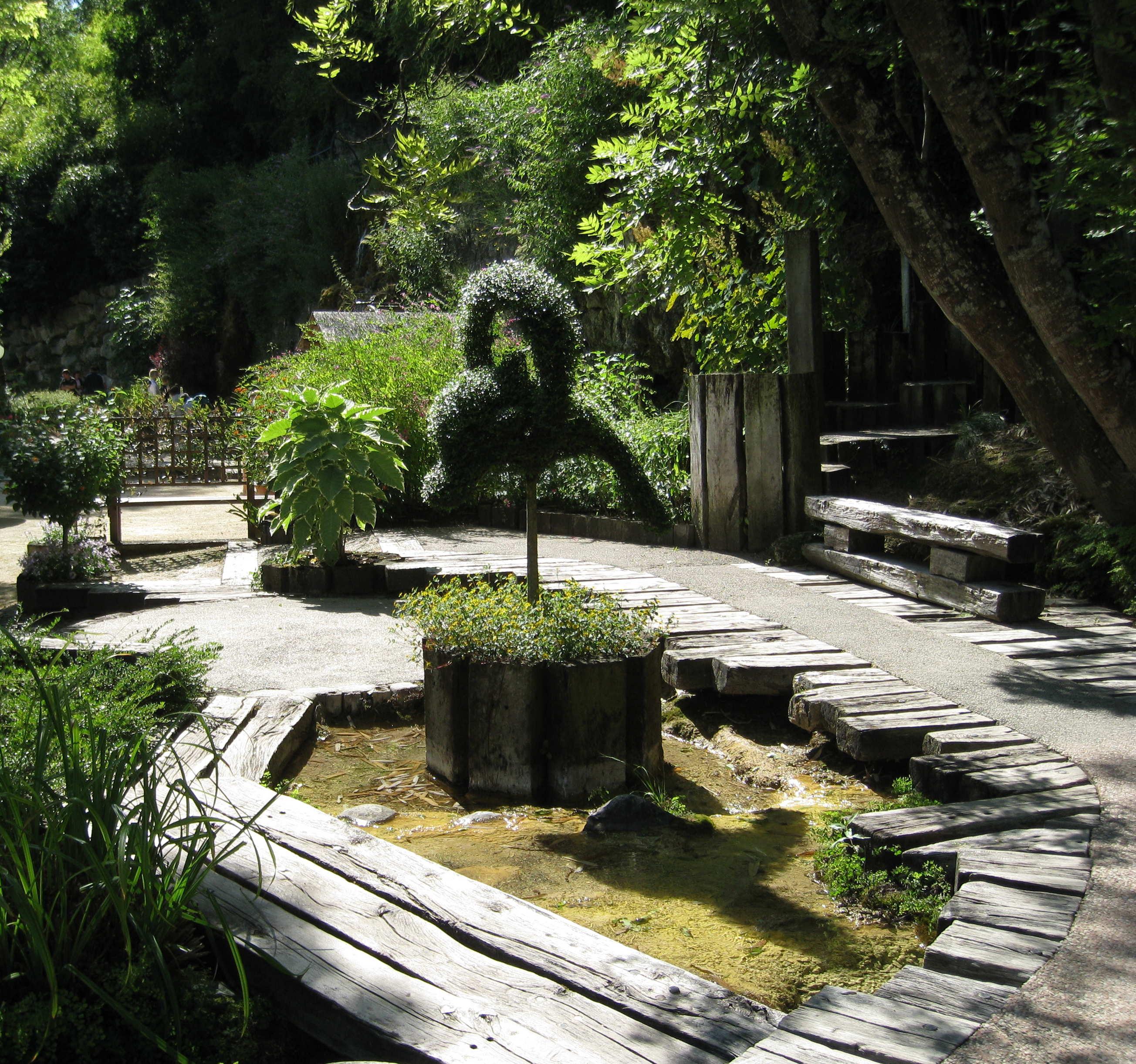 Jardin des fontaines petrifiantes - Le jardin des fontaines petrifiantes ...